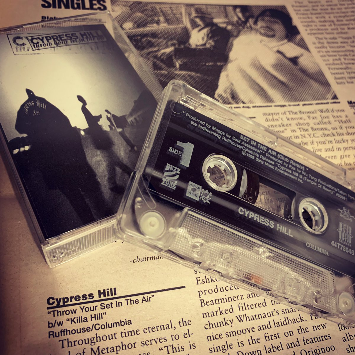@cypresshill - Throw Your Set In The Air @B_Real @OGSenDog @DJ_Muggs @SoulAssassins #cassette #maxisingle #classic #hiphop #cypresshill #breal #sendog #djmuggs #throwyoursetintheair #killahill #rza #ugod #soulassassins #buzztone #ruffhouse #columbia #records #hiphopgodspic.twitter.com/ww7gvm6ogB