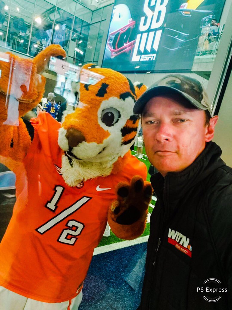 Brandon always has to have his mascot photos.  #superbowl #superbowl2019 #superbowlatl #superbowlatlanta #atlanta #georgia #superbowl53 #downtownatl #collegefootballhalloffame #clemsontigers