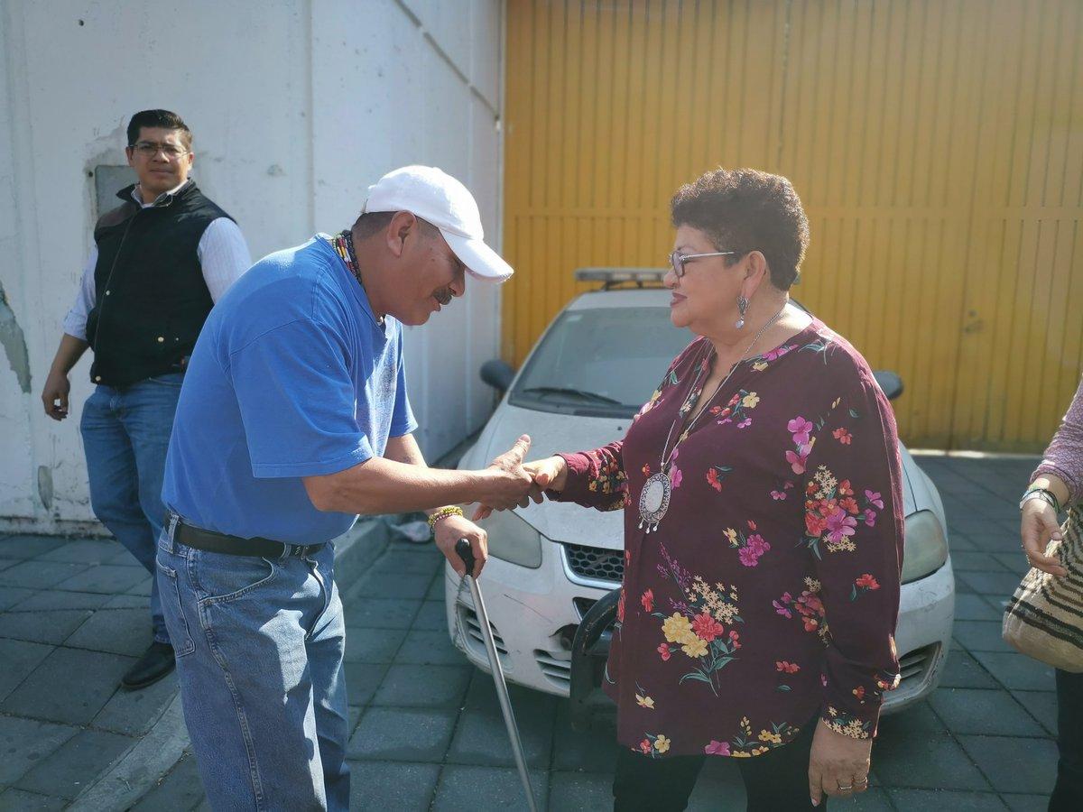 En la unidad del MP Móvil, situada afuera de la estación Martín Carrera, la Procuradora @ErnestinaGodoy_ dialogó con servidoras públicas y ciudadanos sobre el procedimiento de atención a las mujeres víctimas de cualquier ilícito dentro de las instalaciones del @MetroCDMX.