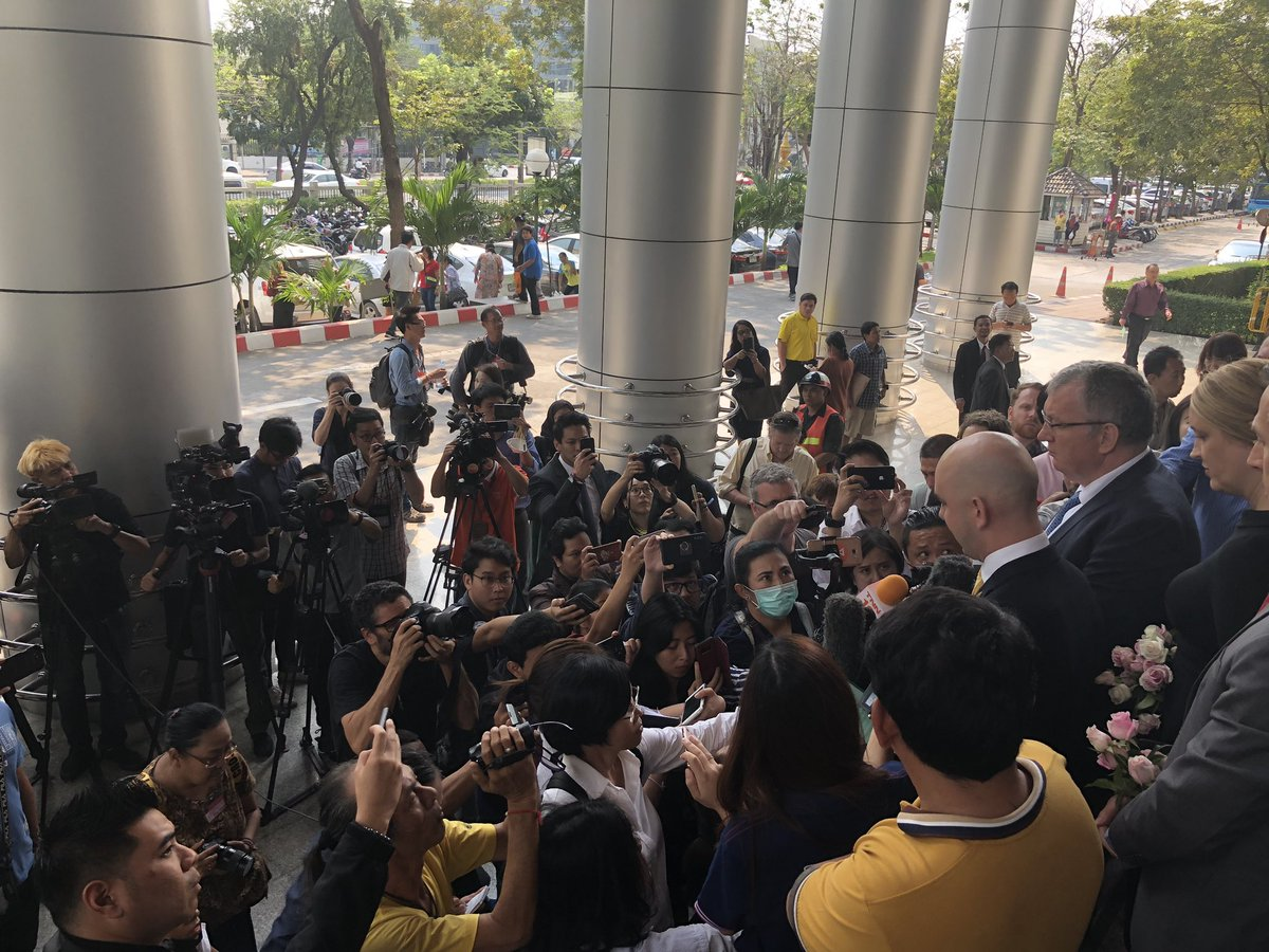 Australian Ambassador and staff addressing media outside court in Thai then English #SaveHakeem