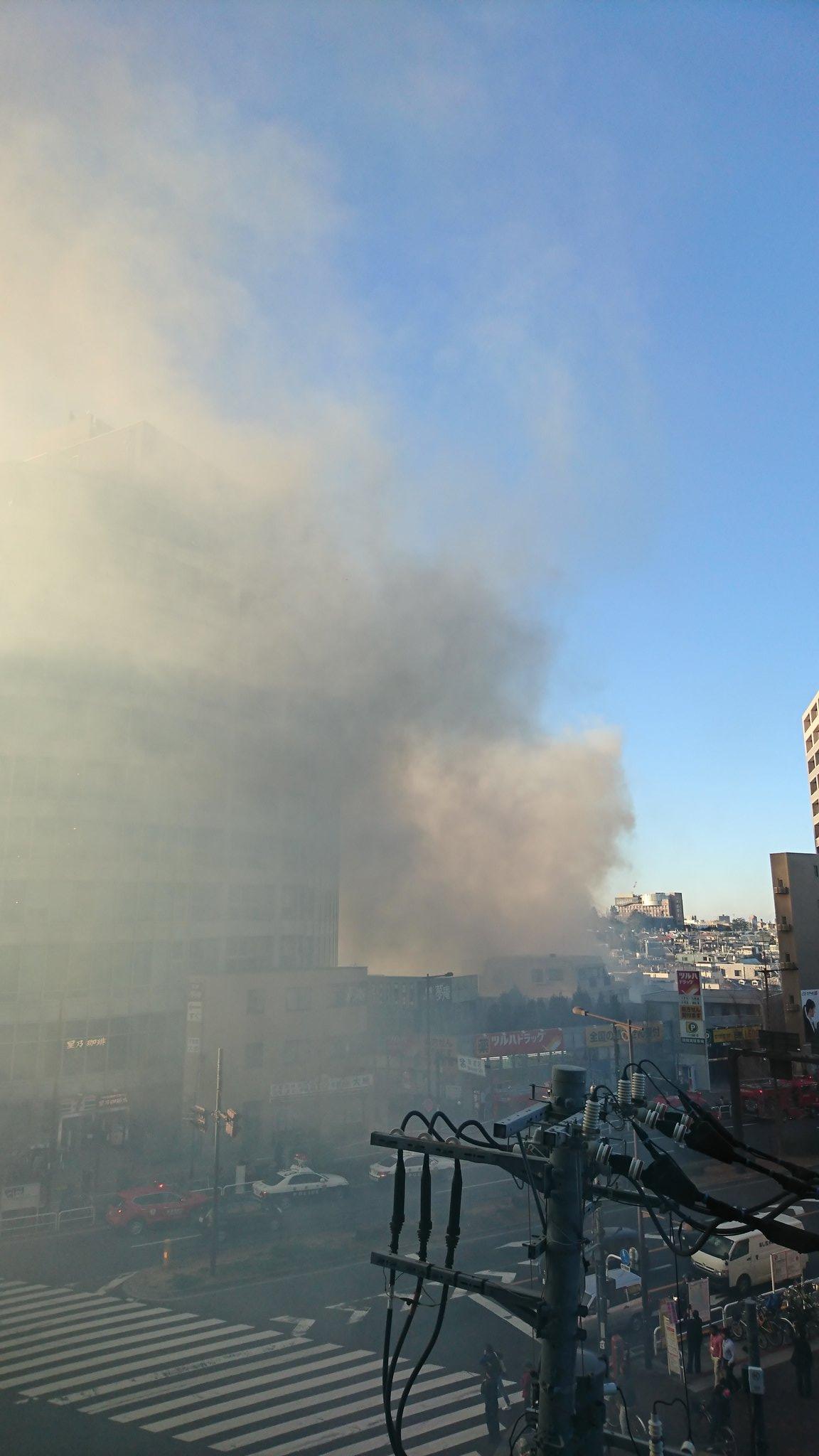 新宿区上落合で大規模な火事が起きている現場画像