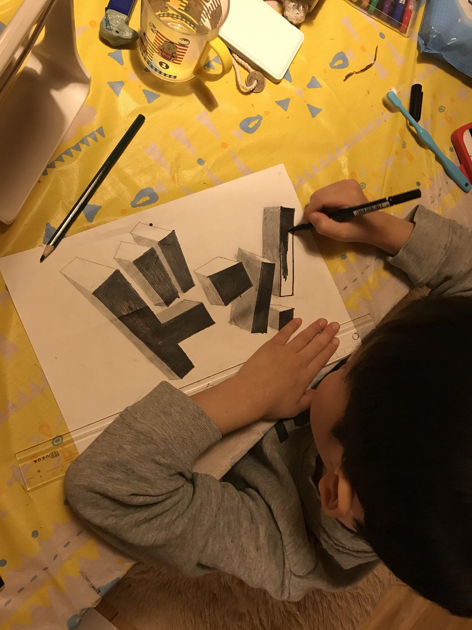 1人でサクサクとトリックアート作って、、きみ6歳だよね?人生何周目なの?