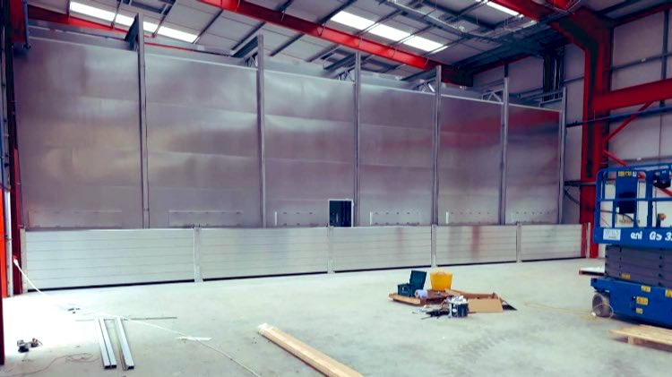 Not all #flood defences are installed on the outside of buildings. This demountable flood wall protects expensive machinery in a specific area in this factory. The scheme was delivered by one of our trusted partners @MarkFloodsafe . #floodfamily #design #engineering https://t.co/I9BN8AS99X