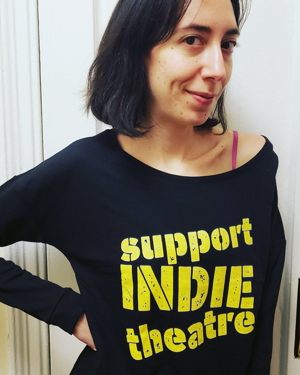 """.@HarryTheHoudini sporting her """"Support Indie Theatre"""" merch. You can cop one here:  https://www. teepublic.com/crewneck-sweat shirt/3761053-support-indie-theatre  …   #SupportIndieTheatre #TheatreNerds #theatre <br>http://pic.twitter.com/XfK4uybjyK"""