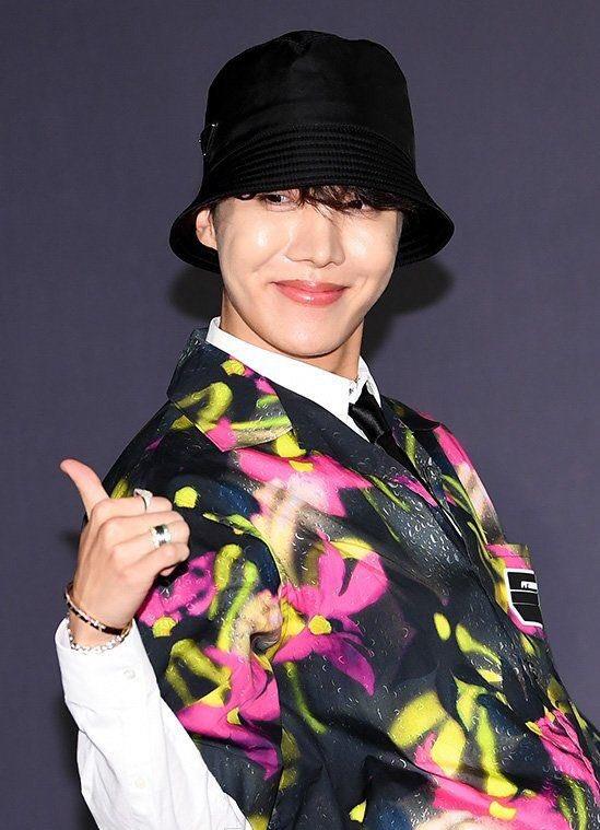 O Dia Que Jung Hoseok Inventou A Moda BTS Twtpictwitter UdKf8uolFI