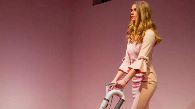 DC art exhibit features Ivanka Trump look-alike vacuuming up crumbs thrown by visitors http://hill.cm/pNEq6EN