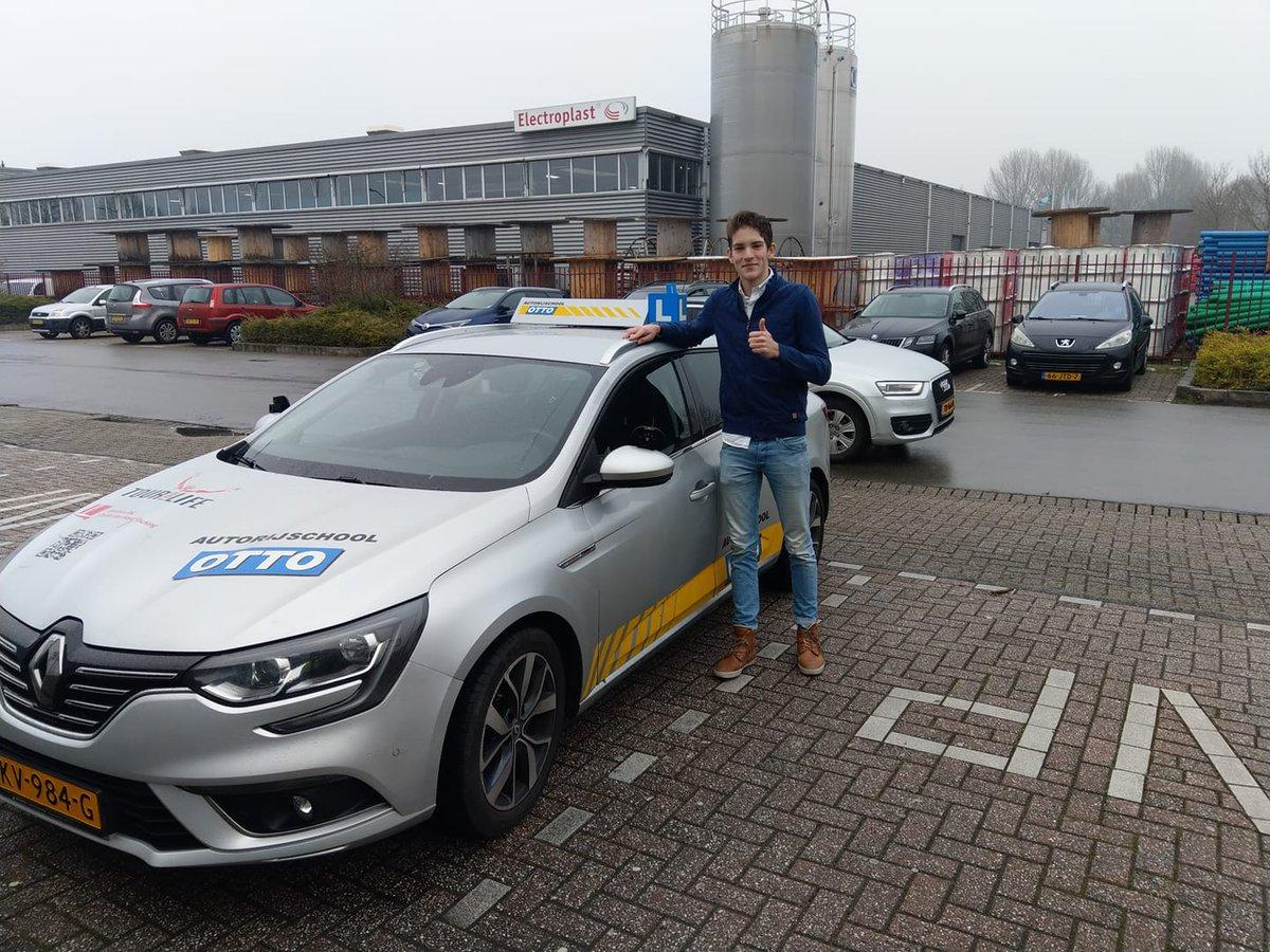 test Twitter Media - Vr. 01-02 Jeroen Kooijman van harte gefeliciteerd met het behalen van je rijbewijs. Nog een paar maandjes onder begeleiding #2toDrive en daarna zelfstandig op pad! https://t.co/Ai718UTG9z