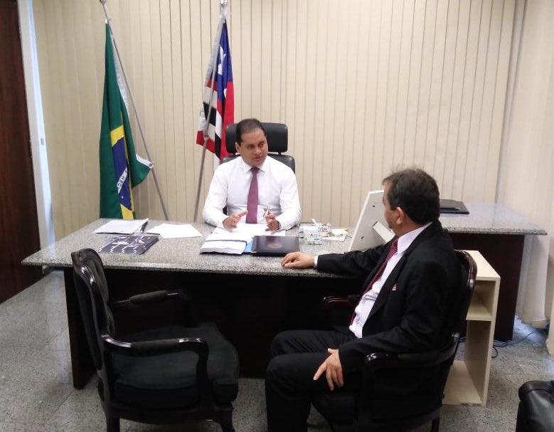 Recebemos hoje no nosso gabinete a visita do prefeito Miltinho Aragão (#SãoMateus), que ocupa o cargo de Diretor de Representação Política da FAMEM, acompanhado da sua equipe. Obrigado pela visita, companheiro! As portas estarão sempre abertas. Vamos juntos!  #WevertonSenadorpic.twitter.com/AseSZ36Z4i