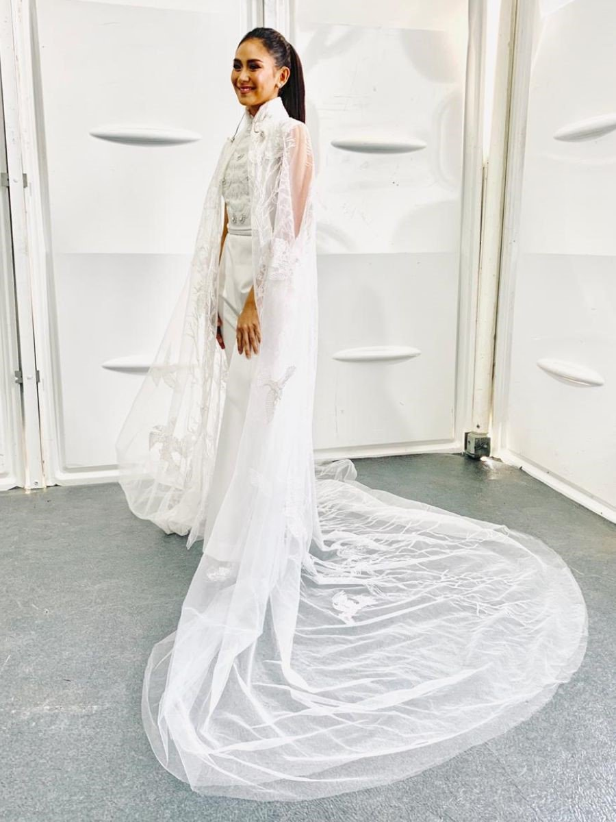 Filipino pop star #SarahGeronimo wore designs by Dubai-based @furneamato1 for her performance at the mass in Abu Dhabi. #PopeFrancisInUAE   http:// bit.ly/2WJhhjC    <br>http://pic.twitter.com/TP0CJW9dYv
