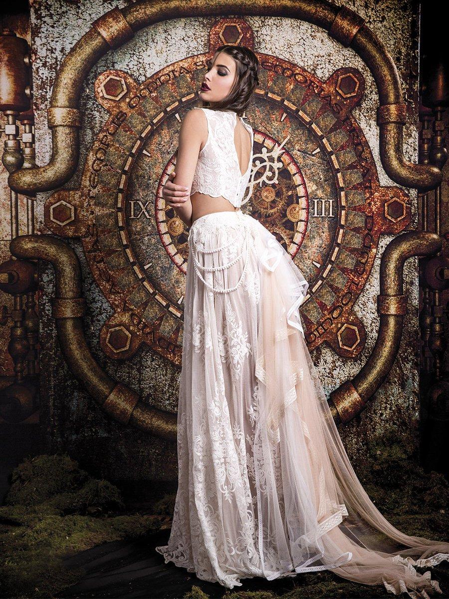 1ca49b44f2 Vestido de novia de la colección rock vintage de Jordi Dalmau perfecto para  las novias más atrevidas. Disfrútalo en Eva Novias  atrevete  noviasexy ...