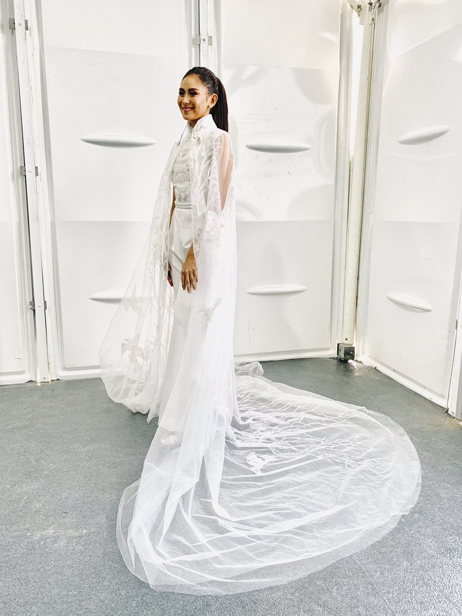 Sarah Geronimo shines in white AMATO Couture jumpsuit with cape during her surprise performance at the Papal Visit in UAE #PopeFrancisInUAE #SarahG<br>http://pic.twitter.com/NCt10gYk32