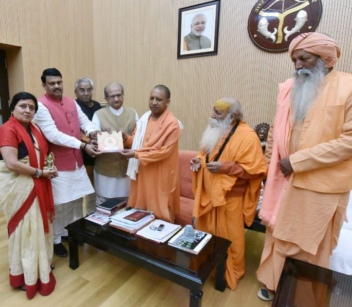 Gujarat delegation meets Yogi Adityanath in U.P. to invite him to Bhavnath fair