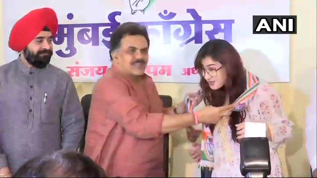 Mumbai: TV actress Shilpa Shinde joins Congress in presence of Sanjay Nirupam, President of Mumbai Congress Committee and party leader Charan Singh Sapra.