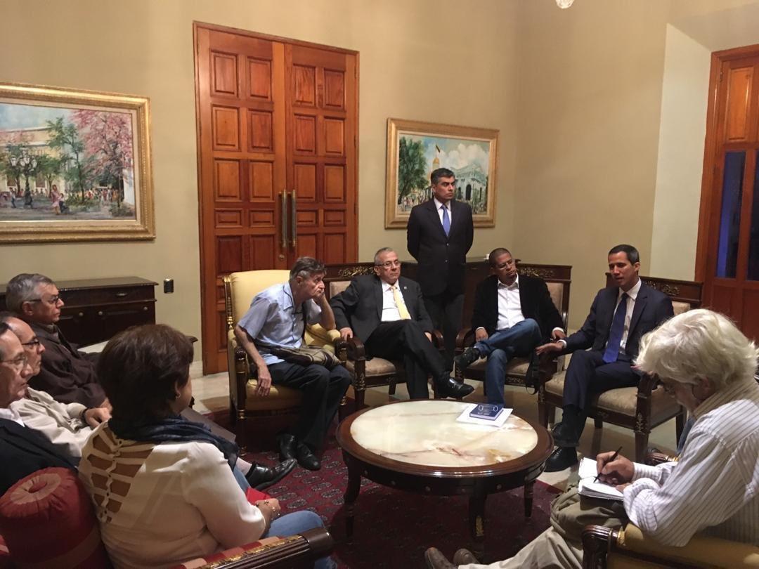 Maduro: Si algo me pasa, ¡retomen el poder y hagan una revolución más radical! - Página 6 Dyp9qV7WkAA0NQq