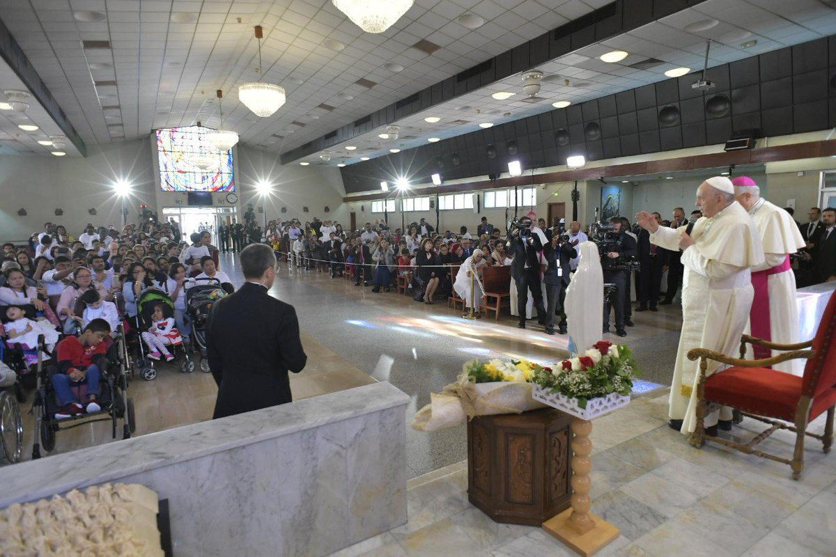 #PopeFrancis visits St. Joseph's Cathedral in Abu Dhabi, and blesses parishioners, on the last day of his Apostolic Journey to the UAE. #PopeFrancisInUAE <br>http://pic.twitter.com/nZNdc8gKIS