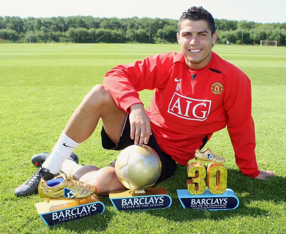 """TeamCRonaldo. on Twitter: """"Cristiano Ronaldo for Manchester United: PFA  Premier League Team of the Year: 2005–06,[607] 2006–07,[68] 2007–08,[83]  2008–09. Premier League Golden Boot: 2007–08. Premier League Player of the  Month: November 2006,"""