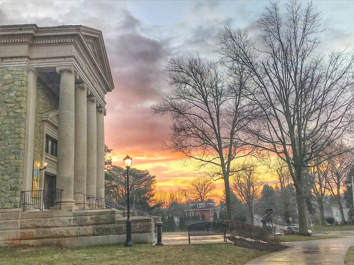 A perfect morning to CHARGE!! #RamsUp #MyCampus #FeelsLikeSpring