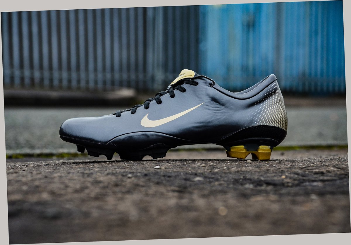 embotellamiento compromiso Objetor  Classic Football Boots on Twitter: