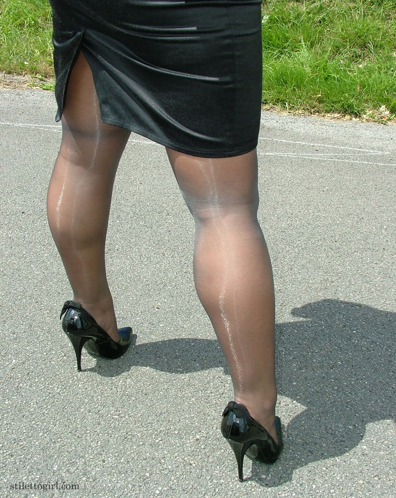 фото толстые ноги баб в юбках парень