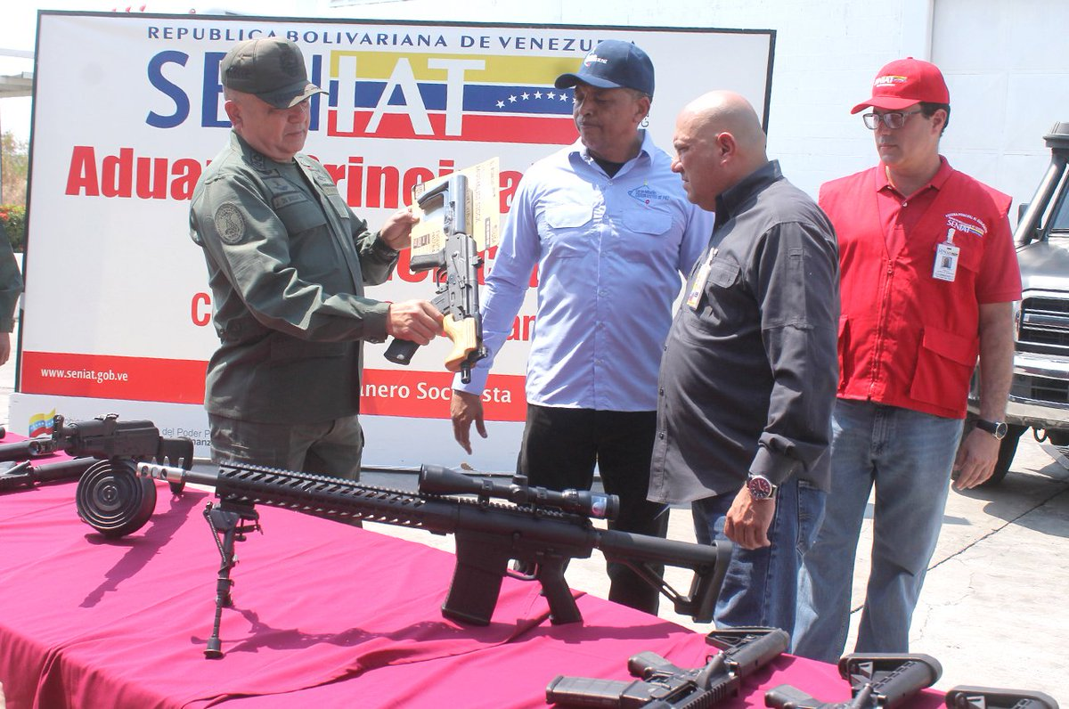 Maduro: Si algo me pasa, ¡retomen el poder y hagan una revolución más radical! - Página 6 DyqsbC9WsAE6F8B