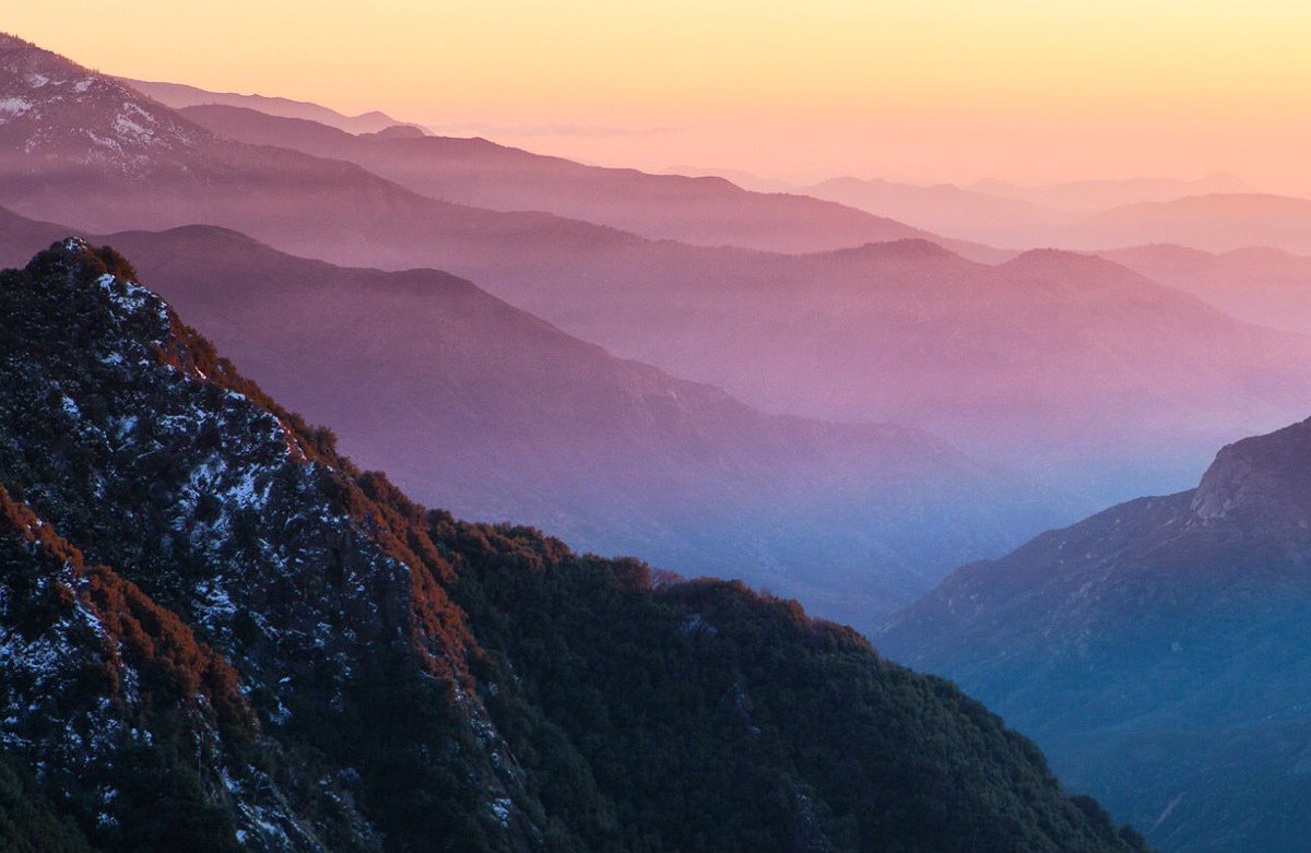 Layers of mountains & gradients of color make for a perfect sunset @SequoiaKingsNPS. Pic by Aaron Chen #California