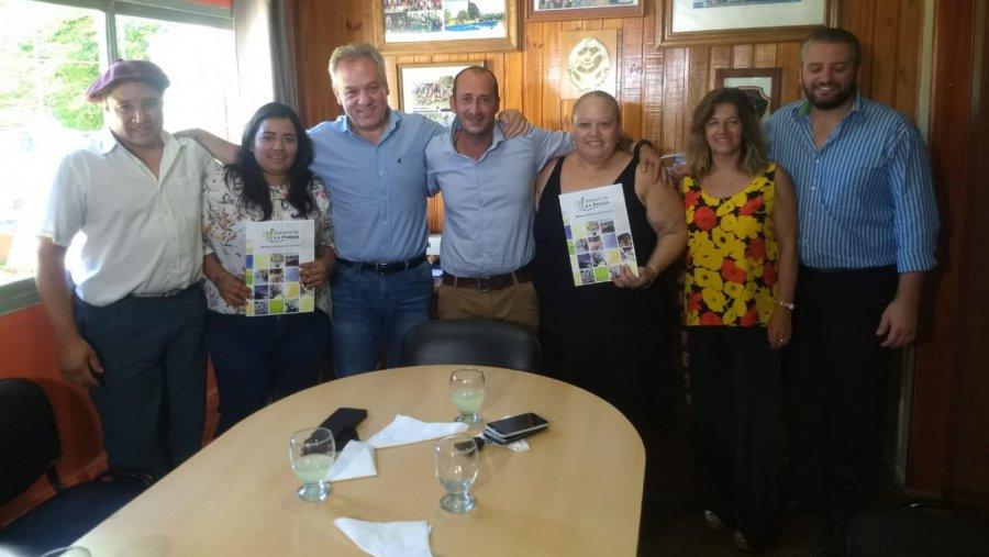 #Quetrequén | Entregaron créditos a emprendedores