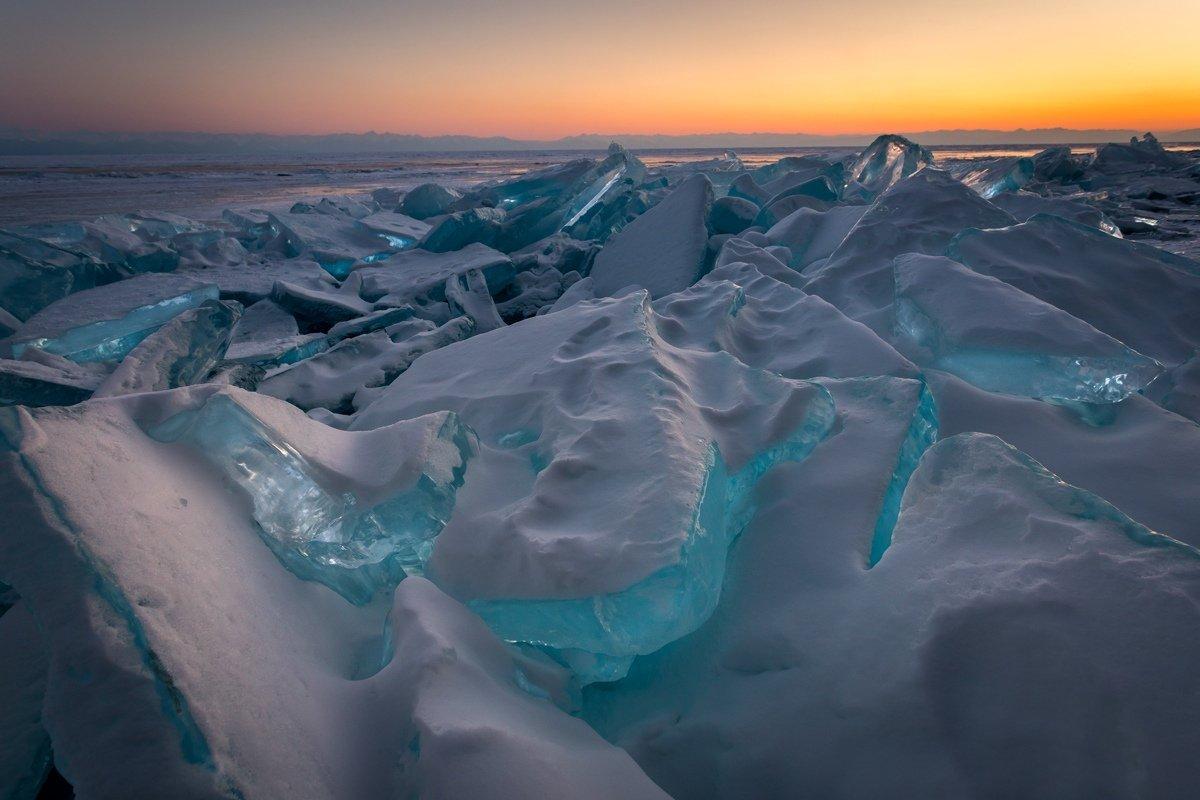 бирюзовый лед байкала фото кто