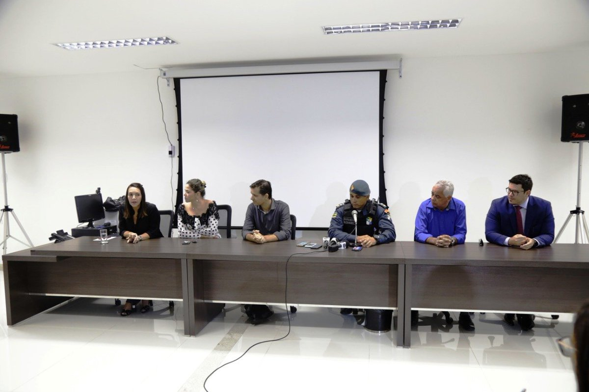 Criminosos expulsam moradores de residencial e negociam imóveis.  Para ler a matéria, acesse: https://senoticias.com.br/se/117034-2/  #ResidencilMarceloDeda #BarraDosCoqueiros #PolíciaCivil #NotíciasDeSergipe #SeNotícias #Sergipe  Foto: SSP/SEpic.twitter.com/4FSNNg3B2y