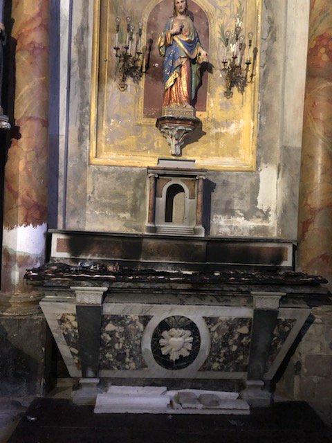 une église entièrement détruite dans un incendie. DytgCCSWwAA2Ua8?format=jpg&name=900x900