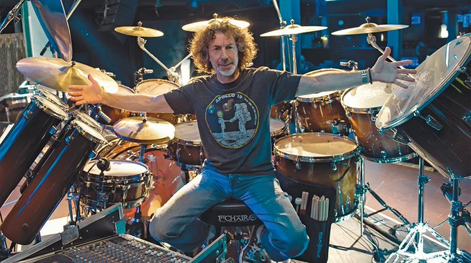 Happy birthday to Simon Phillips ! =)