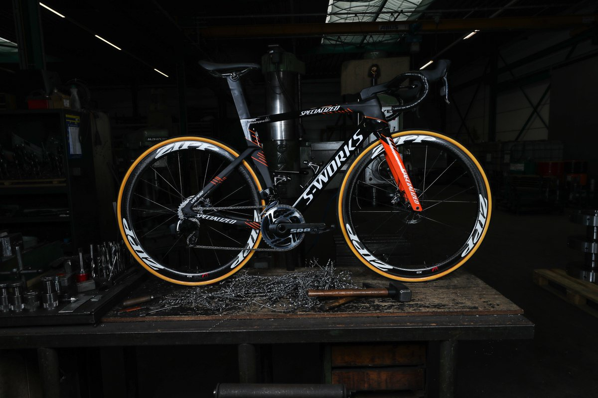 Introducing the 2019 Specialized Venge of the @boelsdolmansct  Including the new & exciting @SRAMroad eTap AXS group. This intuitive, high performance group keeps you focussed on what's most important - your ride! Exploring new limits has never been easier eTapAXS—Simply Beyond