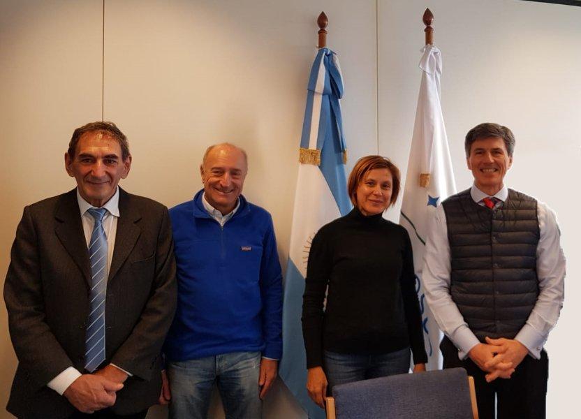 La presidente de @AgenciaADEMI @suzelmisiones fue recibida por el embajador argentino en #Belgica Pablo Grinspun  junto al representante del Ministerio del Interior @Luis_Rappoport y el ex secretario fundador de la @FadelRArg José Parra