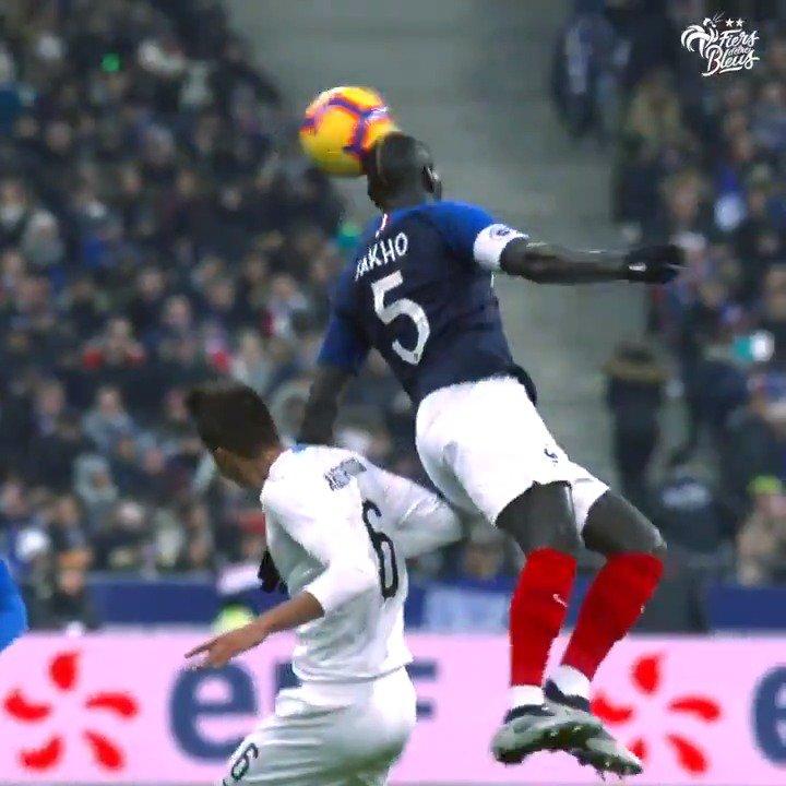 Tacles glissés, interceptions, marquage individuel… Les Bleus au combat 💪👊 #FiersdetreBleus