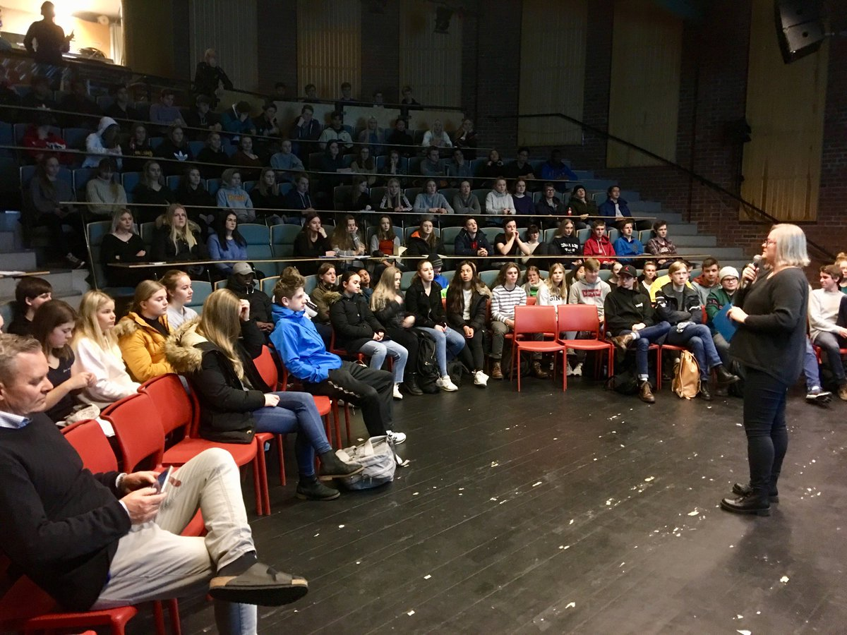 I was very happy to speak to #Students at the 9th annual #klimaseminar at #Dahlske #videregående #skole in #Grimstad today. Tusen takk Renée Cecilia Sund for invitasjonen. @GRIDArendal