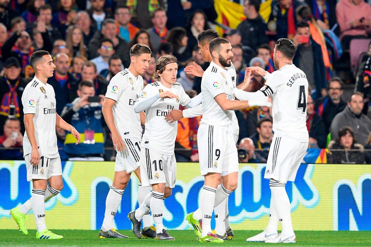 Para pemain Real Madrid merayakan gol yang tercipta di menit ke-6.