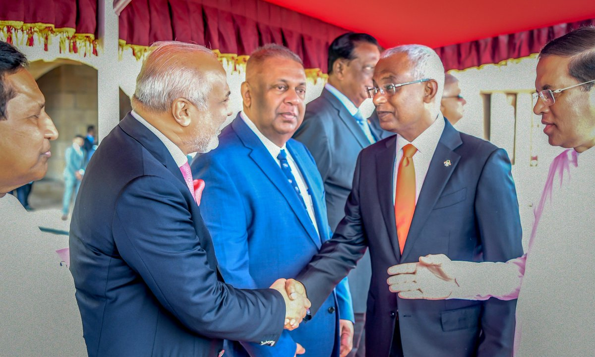 It was a pleasure to have met our Guest of Honor, the President of the Republic of Maldives @ibusolih, at the 71st Independence Day Celebrations of Sri Lanka in Colombo, #SriLanka @presidencymv