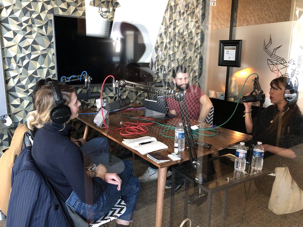 🤫 Silence on enregistre ! @AmbroiseCa prépare le prochain épisode de notre podcast «Futurs au pluriel» axé sur l'Influence. Merci à @AgatheN_ @zoebassetto et @AgenceYolk 😌 🎧 À écouter sur iTunes : https://itunes.apple.com/fr/podcast/futurs-au-pluriel/id1444761355?mt=2n… Spotify, etc.