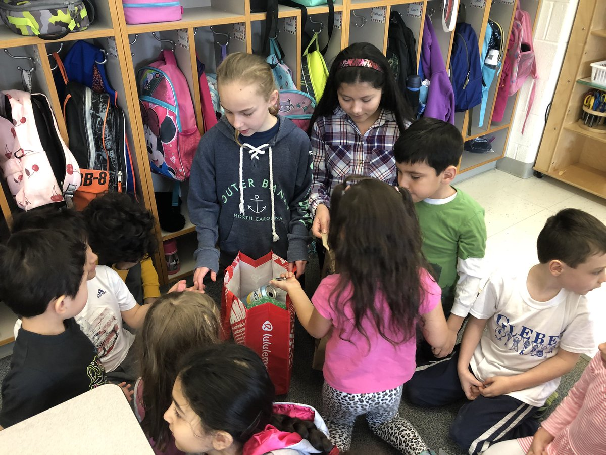 5th grade Green Team teaching kindergarteners what to recycle ❤️ <a target='_blank' href='http://twitter.com/GlebeAPS'>@GlebeAPS</a> <a target='_blank' href='http://search.twitter.com/search?q=GlebeEagles'><a target='_blank' href='https://twitter.com/hashtag/GlebeEagles?src=hash'>#GlebeEagles</a></a> <a target='_blank' href='http://search.twitter.com/search?q=apsgreen'><a target='_blank' href='https://twitter.com/hashtag/apsgreen?src=hash'>#apsgreen</a></a> <a target='_blank' href='https://t.co/S1agtEheOK'>https://t.co/S1agtEheOK</a>