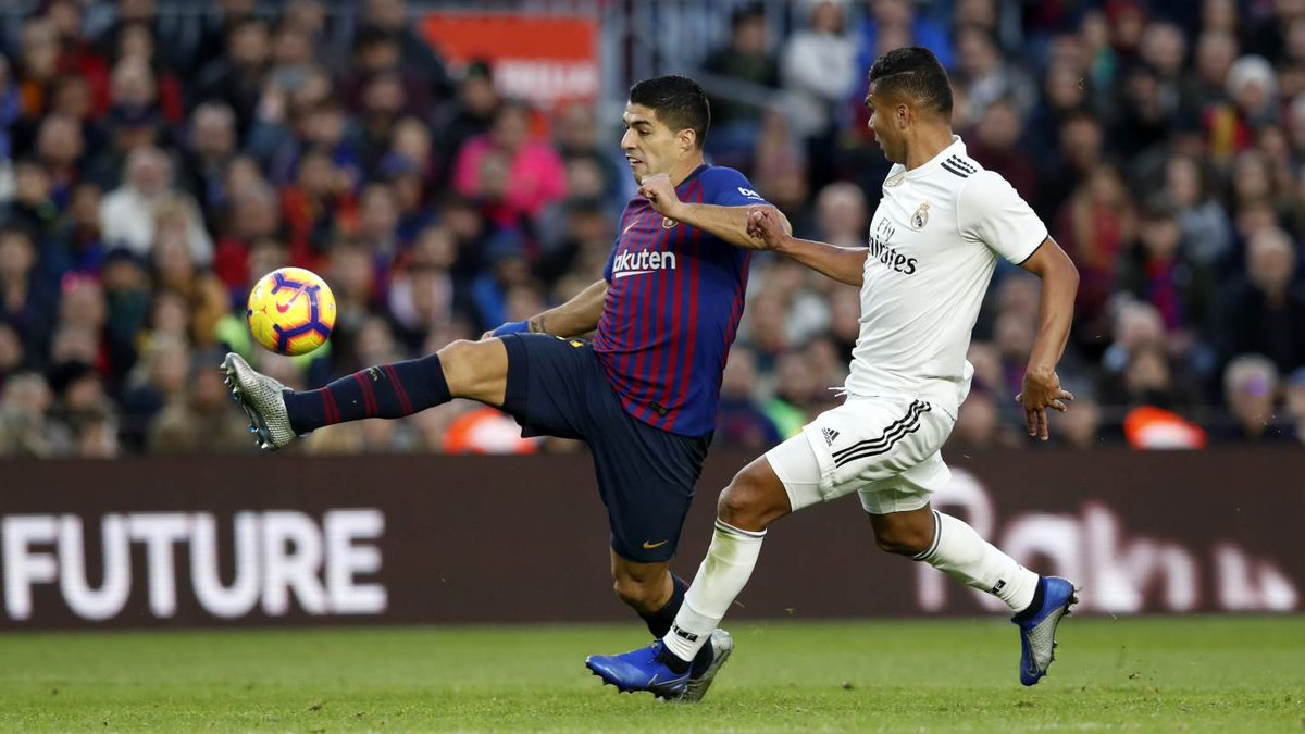 Less than 3 hours until #ElClásico... 😎 What are your predictions? #CopaBarça