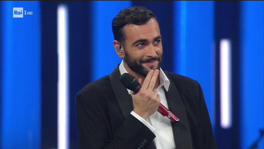 Lunghi applausi per #MengoniSanremo2019. Per riascoltare 'L'Essenziale' di @mengonimarco e il duetto con @ClaudioBaglioni → https://t.co/2VIRezY04q  #Sanremo2019