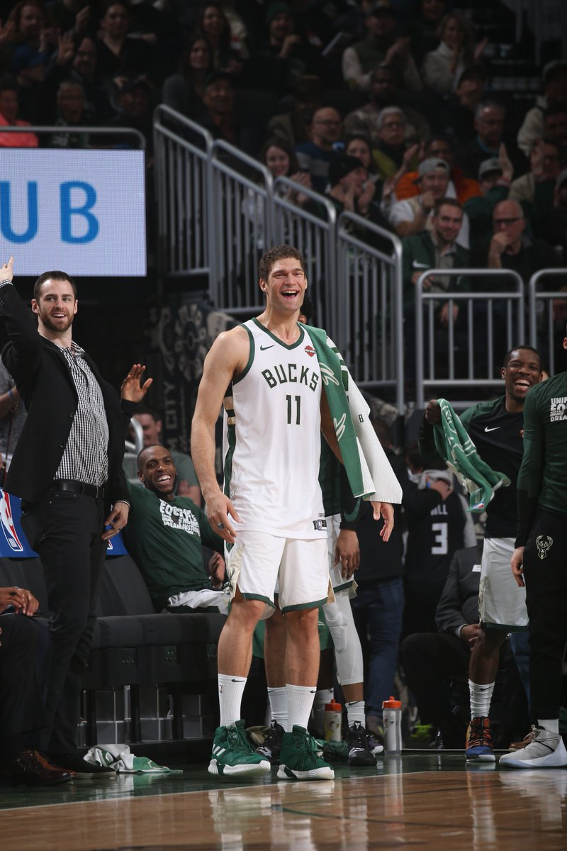 The 50 points scored by the @Bucks in the first quarter ties a franchise record for first-quarter scoring (Nov.16, 1989).   The only time MIL scored more than 50 in any quarter? Nov.12, 1991 (53)  Via @EliasSports