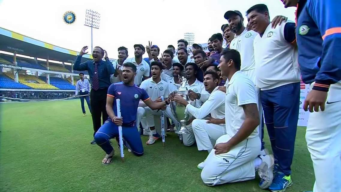 """Talent wins games, but teamwork and intelligence win championships."" Kudos Team Vidarbha! #RanjiTrophy #Champions #BackToBack #Vidarbha @faizfazal @y_umesh @BCCIdomestic @BCCI @RanjitVDeshmukh @mataonline @Dev_Fadnavis"
