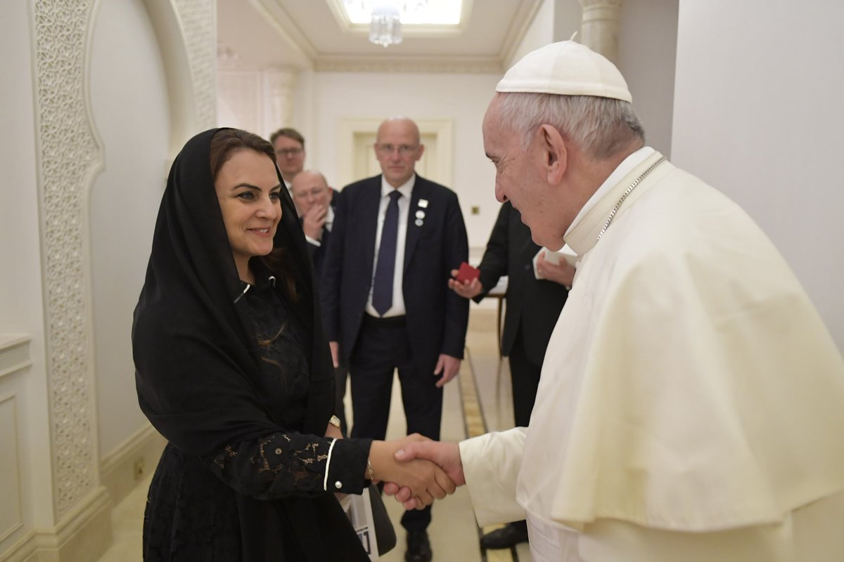 What a week in Abu Dhabi.. an honour to meet His Holiness Pope Francis and share with him ⁦@TheNationalUAE⁩ coverage of @Pontifex extraordinary visit to the UAE. Kind, humble and charming #PopeFrancisInUAE <br>http://pic.twitter.com/rijdjxFGUo