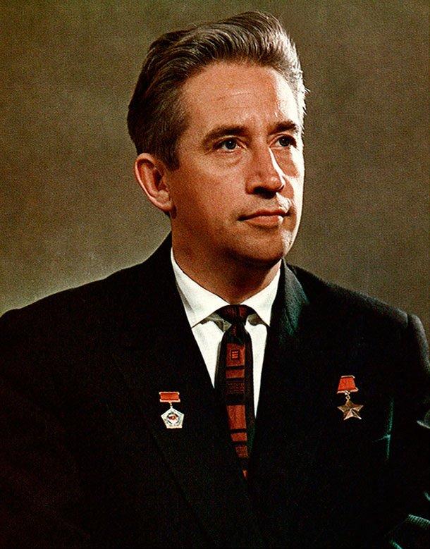 #OTD in 1926 late Soviet cosmonaut &amp; space engineer, first civilian to go into space, Konstantin Feoktistov was born. As part of Korolev&#39;s design team he made Sputnik satellites, Vostok, Voskhod &amp; Soyuz capsules, in 1964 himself became 8th cosmonaut   http:// goo.gl/klVr8G  &nbsp;  <br>http://pic.twitter.com/wLGcq4WIS4