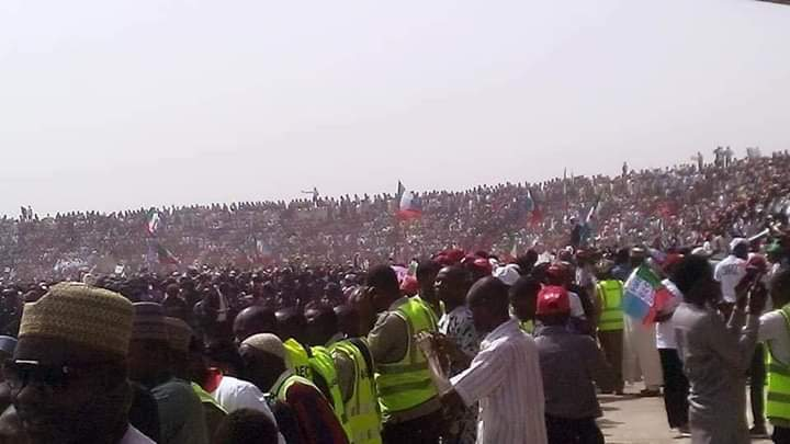 Dyy8eaeXcAANQCA - #PMBInTaraba#'I Can't Believe What Am seen.. Are These People All Human Being' – Nigerians Reacts To The Teeming Crowd That Greeted Buhari's Rally