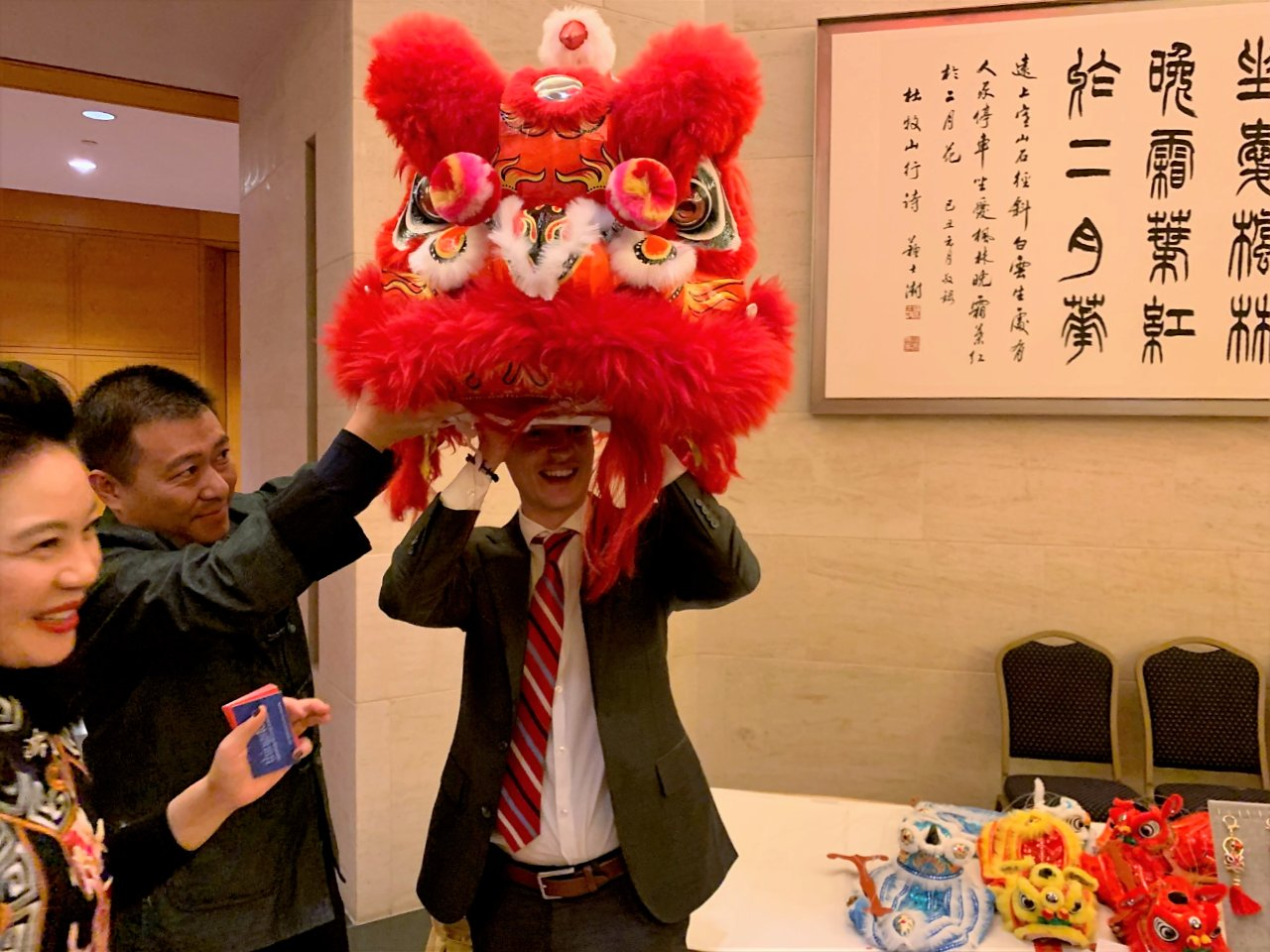 классической поздравление китайца с шуточным подарком приемов