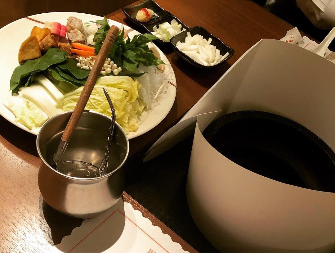 明日2/8(金)はらむちゃん来店のお供でぱちぱち様へ10:00~16:00でお邪魔させていただきます⸜(*ˊᵕˋ*)⸝❤️ 野菜詰め放題もあるみたい! 楽しみがいっぱいな1日になりそう✨  写真は今日の晩御飯の石鍋🍲💕