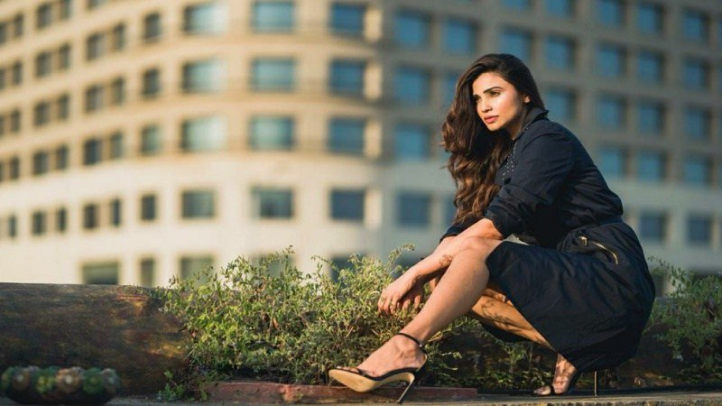 #DaisyShah signs her first #Gujarati film #Gujarat11 with #JayantGilatar #Football coach #JuvenileHomes #Mumbai #Gujarat #JJCreations #YashShah #RoopkumarRathod #DilipRawal #ChalkandDuster #Race3 #JaiHo #VandeMataram #Bodyguar…