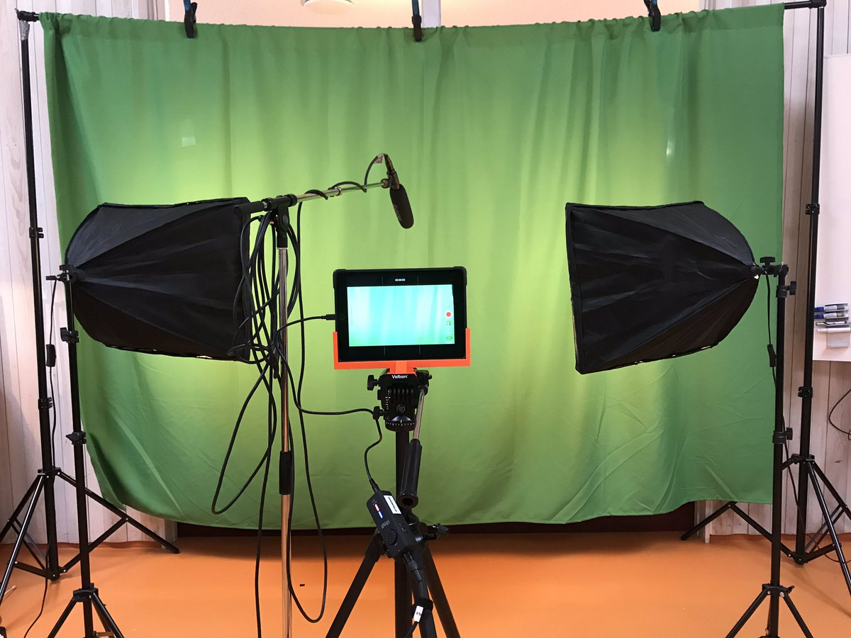 Loving my green screen setup with #røde shotgun mic through #irig HD pro. 3D printed tripod stand for #nutkase iPad case. #ipaded #AppleEDUChat https://t.co/eh60ybB8zF