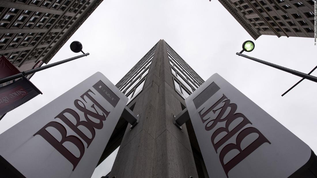 BB&T and SunTrust, two of the largest US regional banks, announce a $66 billion merger https://t.co/jv0oTDTDK5 https://t.co/ppxYukZ3I7